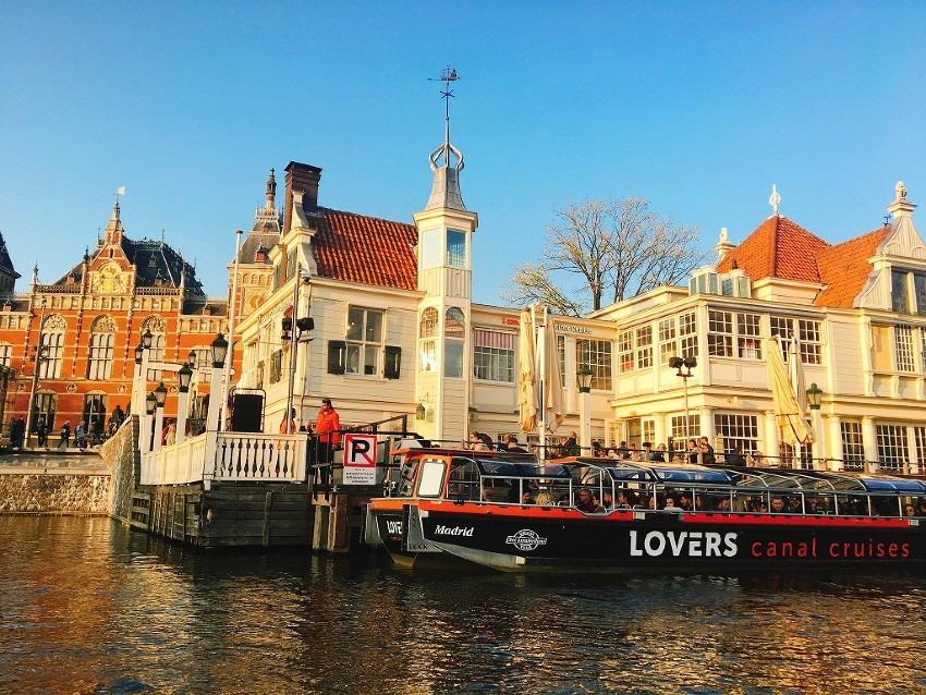 当日予約で!アムステルダム運河カナルクルーズ